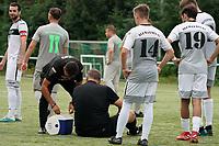 Schiedsrichter Dieter Engert wird behandelt - Rüsselsheim 22.08.2021: SV Alemannia Königstädten vs. SKG Stockstadt, Kreisliga A