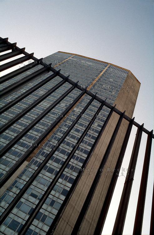 milano, il grattacielo pirelli, sede della regione lombardia --- milan, the pirelli skyscraper, headquarter of lombardy region authority