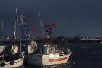 Europe/France/Bretagne/29/Finistère/Saint-Guénolé : Le port et la chapelle Notre-Dame un jour de tempête