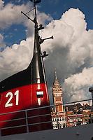 Europe/France/Nord-Pas-de-Calais/59/Nord/ Dunkerque: La ville et le beffroi Saint-Eloi vus depuis le port - Beffroi inscrit au Patrimoine Mondial UNESCO