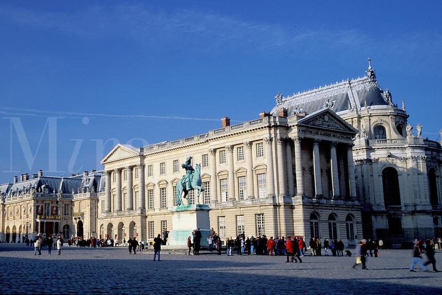 Chateau de Versailles, Versailles, Palace, Paris, France, Europe, Yvelines, Equestrian statue of Louis XIV at the Chateau de Versailles.