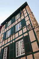 Europe/France/Aquitaine/64/Pyrénées-Atlantiques/Pays-Basque/Bayonne: Maisons  à pans de bois en encorbellement 2 rue Sainte-Catherine - Quartier  Saint-Esprit