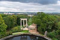 Blick vom Normannischen Turm über den Ruinenberg zu Schloss Sanssouci, Potsdam, Brandenburg, Deutschland