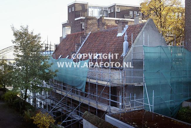 Nijmegen, 231002<br /> Restauratie van het cellenbroederenhuis. Op de achtergrond de Waalbrug.<br /> Foto: Sjef Prins - APA Foto