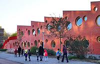 Nederland  Amsterdam-  2020.  Openbare Basisschool in Amsterdam Noord. IKC Zeven Zeeën is een Integraal Kindcentrum in Amsterdam Noord. Het gebouw is ontworpen door Moke Architecten.   Foto : ANP/ HH / Berlinda van Dam