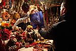 ITA, Italien, Sued-Tirol (Alto Adige), Meran: Weihnachtsmarkt auf der Passerpromenade: Weihnachtsbude | ITA, Italy, Alto Adige (South Tyrol), Merano: christmas market at Passer Promenade: christmas stall