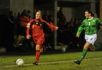 UEFA Women's Euro Qualifying group stage (Group 3) -  KFC Dessel - Armand Melis Stadion : BELGIUM -Northern Ireland ( Belgie - Noord Ierland ) : Julie Gregoire aan de bal voor Demi Vance..foto DAVID CATRY / Vrouwenteam.be / Loft6.be
