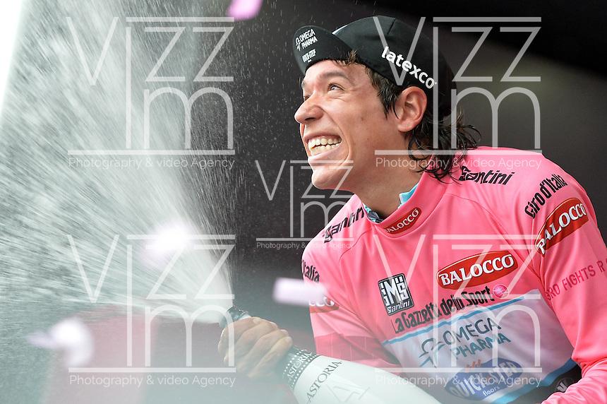 ITALIA. 22-05-2014. El nueva malla rosa Rigoberto Uran -Col- (Omega Pharma Quick-Step) celebra su victoria en la etapa 12 a cronómetro individual entre  Barbaresco y Barolo con una distancia de 42,2 Km en la versión 97 del Giro de Italia hoy 22 de mayo de 2014. / The new pink jersy Rigoberto Uran -Col- (Omega Pharma Quick-Step) celebrates his victory on the 12th stage, single stopwatch, between Barbaresco and Barolo with a distance of 42.2 km in the 97th version of Giro d'Italia today May 22th 2014.   Photo: VizzorImage/ Gian Mattia D'Alberto / LaPresse<br /> VizzorImage PROVIDES THE ACCESS TO THIS PHOTOGRAPH ONLY AS A PRESS AND EDITORIAL SERVICE AND NOT IS THE OWNER OF COPYRIGHT; ANOTHER USE HAVE ADDITIONAL PERMITS AND IS  REPONSABILITY OF THE END USER