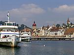 Schweiz, Kanton Luzern, Luzern: Altstadt mit Rathaus und Schiffsanlegestelle | Switzerland, Canton Lucerne, City Lucerne: Old Town with Townhall and shipping pier