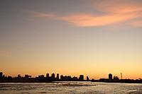 IMBE, RS, 06/02/2021 – CLIMA –TEMPO – O pôr do sol após um dia de sol, com poucas nuvens e temperaturas com mínimas de 19 e máximas de 30 graus, na praia de Imbé, no litoral norte gaúcho, neste sábado (6).