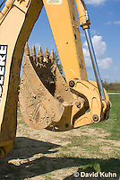 0713-1113  Backhoe (back actor, rear actor), Detail of Bucket and Excavating Arm, Excavating Equipment  © David Kuhn/Dwight Kuhn Photography