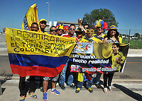 CUIABA - BRASIL -24-06-2014. Seguidores de la selección de fútbol de Colombia (COL) en las afueras del estadio Arena Pantanal de Cuiaba previo al partido del Grupo C ante Japón (JPN) como parte de la Copa Mundial de la FIFA Brasil 2014./ Supporters of Colombia (COL) National Soccer Team outside of the Arena Pantanal stadium in Cuiaba prior of the Group C match against Japan (JPN) as part of the 2014 FIFA World Cup Brazil. Photo: VizzorImage / Alfredo Gutiérrez / Contribuidor