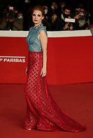 """US actress Jessica Chastain poses on the red carpet for the opening night of the 16th International Rome Film Fest (Festa del Cinema di Roma) and the screening of the film """"The Eyes of Tammy Faye"""" on October 14, 2021 at the Auditorium Parco della Musica in Rome.<br /> UPDATE IMAGES PRESS/Isabella Bonotto"""