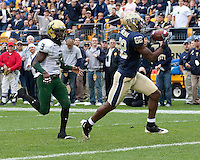 Pittsburgh wide receiver Jonathan Baldwin scores on a 40-yard touchdown catch. The Pittsburgh Panthers defeated the South Florida Bulls 41-14 at Heinz Field, Pittsburgh, PA on October 24, 2009.