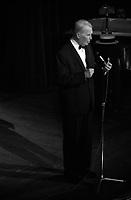 """2 juin 1965. Vue sur scène du chanteur Maurice Chevalier, à l'occasion d'une soirée """"Nuit de la Légion Etrangère"""" au théâtre du Capitole."""
