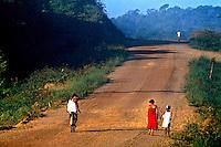 Rodovia Transamazônica. Marabá. Pará. 1981. Foto de Juca Martins.