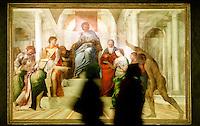 """Visitatori della mostra sul pittore Sebastiano Del Piombo ammirano l'olio su tela """"Giudizio di Salomone"""" (1506-1508/9 circa) a Palazzo Venezia, Roma, 19 marzo 2008.. UPDATE IMAGES PRESS/Riccardo De Luca"""