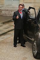 PARIS, FRANCE - AVRIL 28: ARNOLD SCHWARZENEGGER DECORE DE LA LEGION D' HONNEUR PAR LE PRESIDENT DE LA RÉPUBLIQUE FRANÇAIS FRANCOIS HOLLANDE A L ELYSEE .