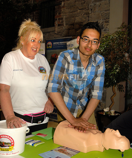 Muhammad Shahryar is shown how to do CPR by Debbie McCole of the Boyne Fishermen's Rescue and Recovery Service. www.newsfile.ie