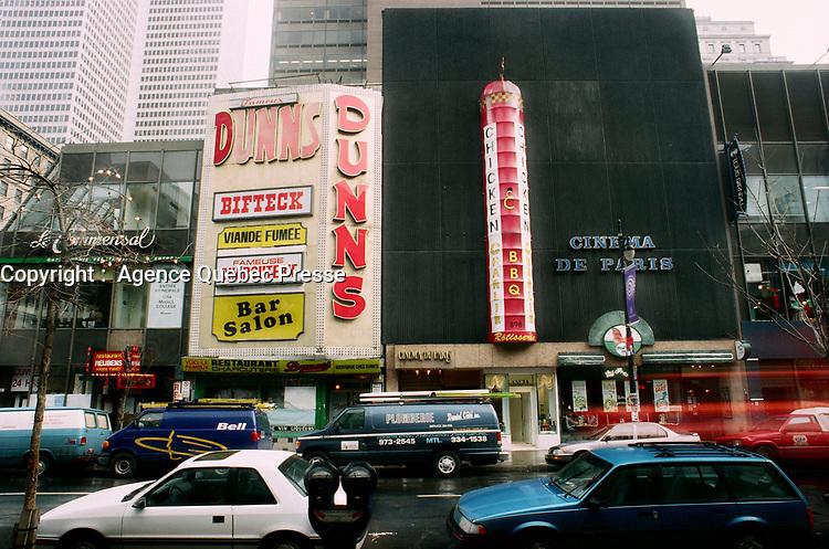 Dunns et Cinema de Paris, 1998<br /> <br /> PHOTO :  Agence Quebec Presse
