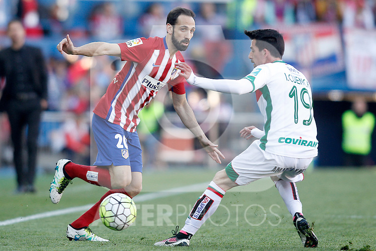 Atletico de Madrid's Juanfran Torres (l) and Granada Club de Futbol's Isaac Cuenca during La Liga match. April 17,2016. (ALTERPHOTOS/Acero)