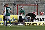 19.09.2020, Dietmar-Scholze-Stadion an der Lohmuehle, Luebeck, GER, 3. Liga, VfB Luebeck vs 1.FC Saarbruecken <br /> <br /> im Bild / picture shows <br /> Verletzt/Verletzung/Schmerzen. Elsamed Ramaj (VfB Luebeck) lehnt an der Bande und wird versorgt<br /> <br /> DFB REGULATIONS PROHIBIT ANY USE OF PHOTOGRAPHS AS IMAGE SEQUENCES AND/OR QUASI-VIDEO.<br /> <br /> Foto © nordphoto / Tauchnitz