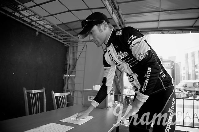 3 Days of De Panne.stage 2.Brian Bach Vandborg signing in