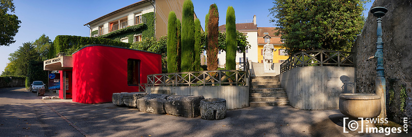 Nyon's Roman Museum entrance with the statue of Jules César