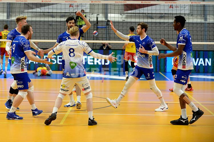 18-04-2021: Volleybal: Amysoft Lycurgus v Draisma Dynamo: Groningen, Lycurgus viert een punt