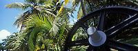 France/DOM/Martinique/Le François: Distillerie du Simon  - Détail mécanisme de machine à vapeur dans le parc
