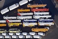 Hamburger Hafen Uni Kai High & Heavy-Gueter: EUROPA, DEUTSCHLAND,BREMEN,  BREMERHAVEN  (EUROPE, GERMANY), 31.12.2013: Hamburger Hafen Uni Kai High & Heavy-Gueter, Export von Spezialfahrzeugen