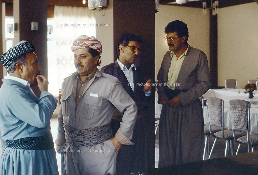 Irak 1991    A Shaklawa, pendant le Front du Kurdistan, Dr. Mahmoud Osman, Masoud Barzani,Sami Abdul Rahman et Bruske Shawess<br /> Irakq 1991       In Shaklawa, during the meeting of the Kurdish front,<br /> Dr. Mahmud Osman, Masoud Barzani, Sami Abdul Rahman and Bruske Shawess