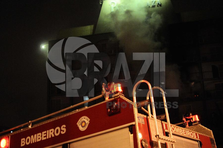 SAO PAULO, SP, 08 ABRIL 2013 -INCENDIO_HOTEL_PLAZAEM SAO BERNARDO DO CAMPO AV NACOES UNIDAS.(FOTO: ADRIANO LIMA / BRAZIL PHOTO PRESS).