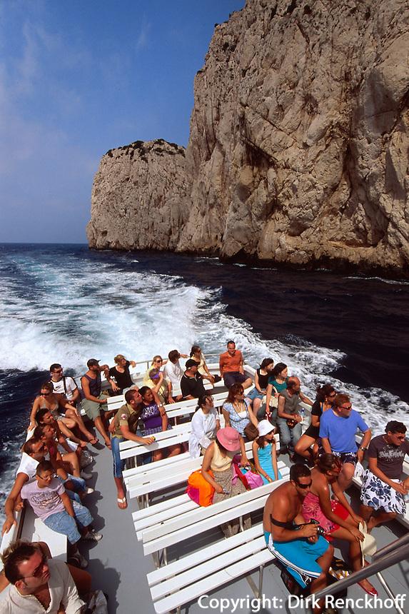 Italien, Capri, Ausflugsboot an der Südküste