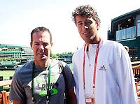 22-06-10, Tennis, England, Wimbledon, Coach Dennis Schenk en Robin Haase
