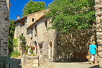 France, Var (83), parc naturel régional du Verdon, Trigance, rue du village // France, Var, Parc Naturel Regional du Verdon (Natural Regional Park of Verdon), Trigance, street village