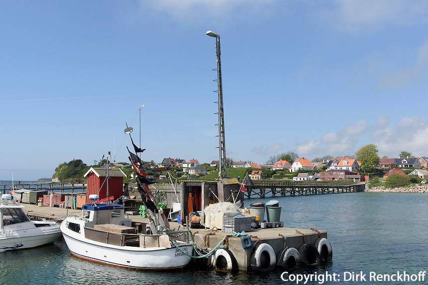 Seebrücke und Hafen von Arnager auf der Insel Bornholm, Dänemark, Europa<br /> pier and port of Arnager, Isle of Bornholm Denmark