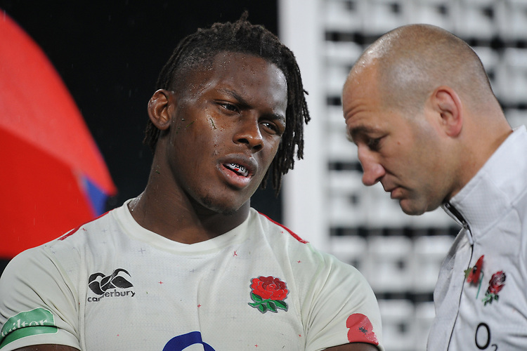 Maro Itoje of England talks to Steve Borthwick, England Forwards Coach, during the Quilter International match between England and New Zealand at Twickenham Stadium on Saturday 10th November 2018 (Photo by Rob Munro/Stewart Communications)