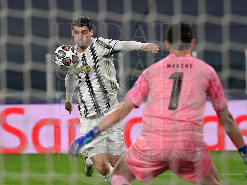 Football Soccer: UEFA Champions League -Round of 16 2nd leg Juventus vs FC Porto, Allianz Stadium. Turin, Italy, March 9, 2021.<br /> Juventus' Alvaro Morata (L) in action with Porto's goalkeeper Agustin Marchesin (R) during the Uefa Champions League football soccer match between Juventus and Porto at Allianz Stadium in Turin, on March 9, 2021.<br /> UPDATE IMAGES PRESS/Isabella Bonotto