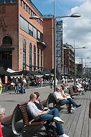 Promenade vor Einkaufszentrum Aker Brygge, Oslo, Norwegen