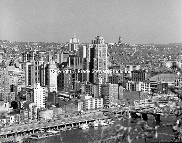 Pittsburgh Pa:  View from Mt Washington of the Grant Building in downtown Pittsburgh.  The photographic assignment was for a brochure to highlight upgrades to the building and to solicit more tenants.  The 40-story Grant Building is located at 310 Grant Street and was built in 1929.<br /> Duquesne University and the University of Pittsburgh in the background.