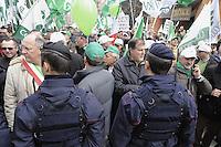 - marcia su Arcore organizzata dalle associazioni Confagricoltori e CIA (Confederazione Italiana Agricoltori) in protesta contro la sanatoria proposta dal ministro dell'agricoltura  Luca Zaia per le multe a coloro che non hanno rispettato le Quote Latte Europee.....Gli agricoltori affermano che non é giusto premiare la minoranza non in regola, che inoltre appartiene in gran parte all'organizzazione COBAS del Latte, molto vicina al partitio Lega Nord, lo stesso del ministro Zaia ..