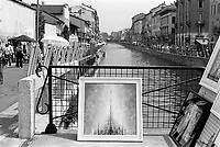 milano, un quadro astratto al mercatino d'arte sul naviglio grande.  --- milan, an abstract painting at the art street market on the naviglio grande channel