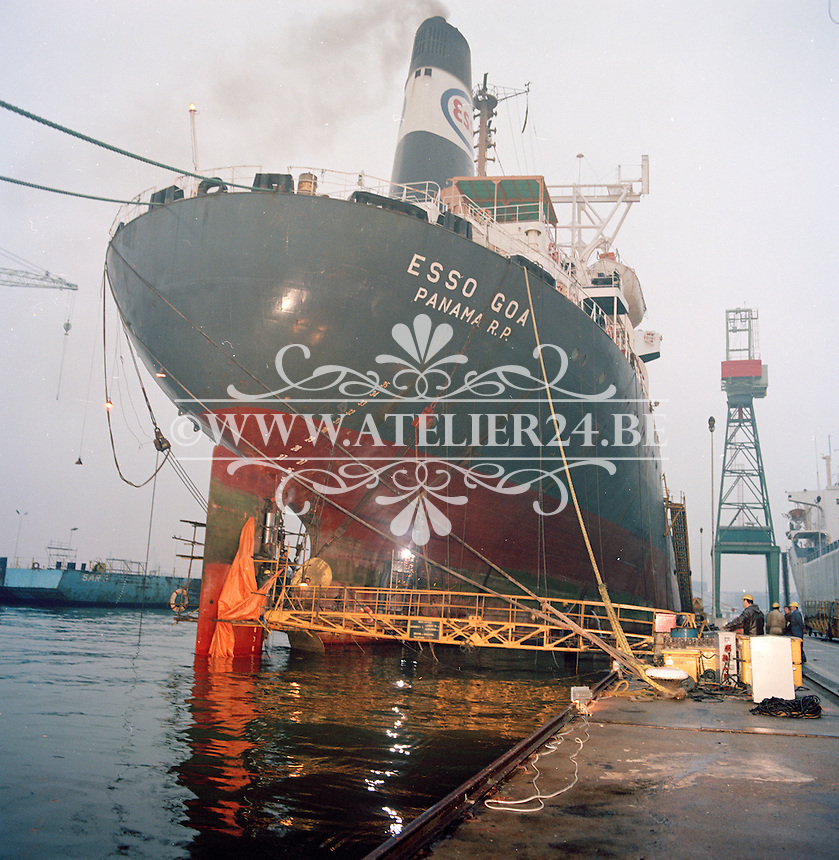 December 1979. Herstellingswerken aan schip Esso Goa door MME.