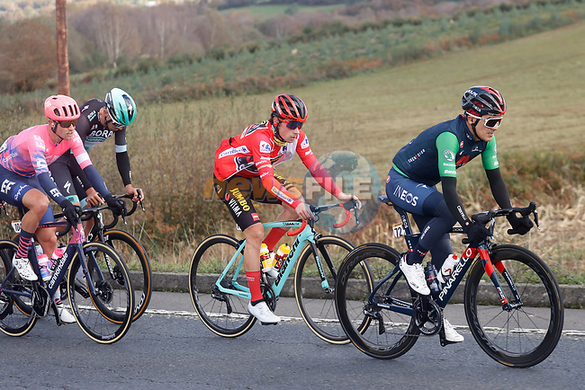 The peloton including Richard Carapaz (ECU) Ineos Grenadiers wearing the Green Jersey and race leader Primoz Roglic (SLO) Team Jumbo-Visma during Stage 14 of the Vuelta Espana 2020, running 204.7km from Lugo to Ourense, Spain. 4th November 2020. <br /> Picture: Luis Angel Gomez/PhotoSportGomez | Cyclefile<br /> <br /> All photos usage must carry mandatory copyright credit (© Cyclefile | Luis Angel Gomez/PhotoSportGomez)