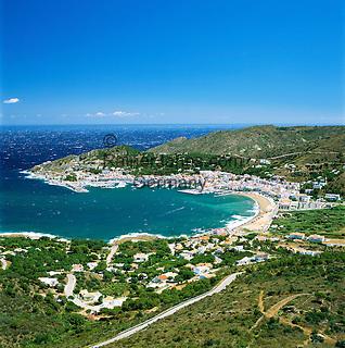 Spain, Catalonia, Costa Brava, El Port De La Selva: View of Bay | Spanien, Katalonien, Costa Brava, El Port De La Selva: Stadt mit Hafen und Bucht