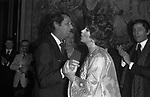 GINA LOLLOBRIGIDA CON LUIS MIGUEL DOMINGUIN E VALENTINO GARAVANI - PREMIO THE BEST PALAZZO PECCI BLUNT ROMA  1977