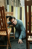 Actor/comic MARIO CANTONE is currently starring in a one-man Broadway show, LAUGH WHORE. He poses in Chelsea. W. 24 St. off Ninth Av., NYC.  Newsday/ARI MINTZ  10/15/2004.