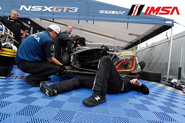 IMSA WeatherTech SportsCar Championship<br /> Motul Petit Le Mans<br /> Road Atlanta, Braselton GA<br /> Saturday 7 October 2017<br /> 93, Acura, Acura NSX, GTD, Andy Lally, Katherine Legge, Mark Wilkins, crash, repair, Art StCyr<br /> World Copyright: Michael L. Levitt<br /> LAT Images