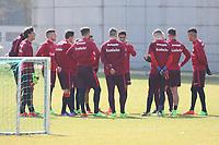 Mannschaft bespricht sich im offenen Training - 14.03.2017: Eintracht Frankfurt Training, Commerzbank Arena